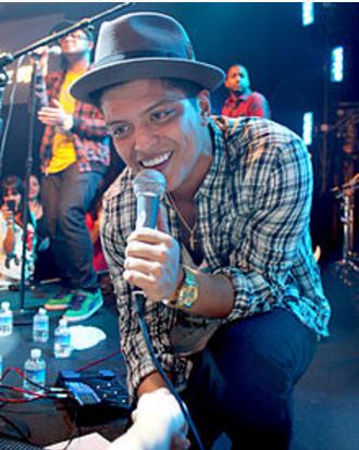 ブルーノ・マーズ(Bruno Mars)を知っているか!YouTubeはココ!来日予定はあるのか?